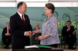 Brasília - DF, 14/03/2012. Presidenta Dilma Rousseff durante cerimônia de posse do Ministro do Desenvolvimento Agrário, Pepe Vargas, no Palácio do Planalto. Foto: Roberto Stuckert Filho/PR