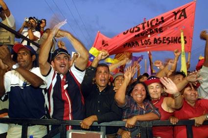 © Georges BARTOLI/MAXPPP.Le president de la republique Hugo Chavez Frias participe a un meeting populaire a la suite d'une ceremonie avec les employes de la raffinerie geante de Punto Fijo qu ils ont arrache aux mains des grevistes qui la blocaient en decembre dernier paralysant le pays ou la producteur a repris un volume quasi normal.