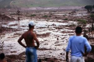 Mariana_MG, 05 de Novembro de 2015 Barragem de rejeitos da mineradora Samarco em Germano se rompe e atinge áreas povoadas. Na foto, o distrito de Bento Rodrigues, o mais atingido pela tragedia. Imagem: HUGO CORDEIRO