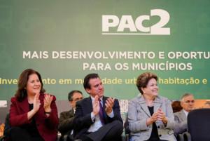 São Bernardo do Campo - SP, 19/08/2013. Presidenta Dilma Rousseff durante cerimônia de anúncio de investimentos do PAC para cidades do ABC e entrega de 100 máquinas retroescavadeiras a municípios de São Paulo. Foto: Roberto Stuckert Filho/PR